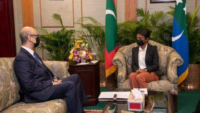 صورة رئيس جمهورية المالديف يستقبل السفير المصري للتوديع